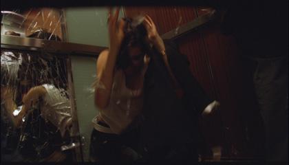 Una scena del film -  Dall'articolo: Devil: è come se qualcosa mi avesse morso.