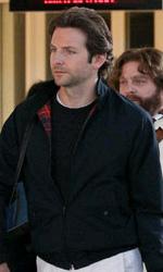 In foto Bradley Cooper (45 anni) Dall'articolo: The Hangover 2: prima foto sul set di Alan, Phil, Doug e Stu.