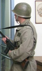 I militari a guardia dell'obitorio. -  Dall'articolo: La storia di un amore.