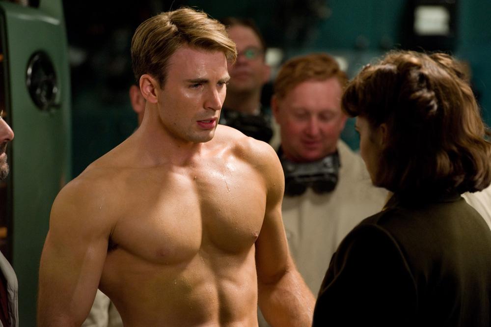 In foto Chris Evans (38 anni) Dall'articolo: Prime foto ufficiali di Captain America: The First Avenger.