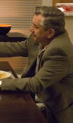 Le foto del film Stanno tutti bene - Frank Goode e Rosie brindano durante la cena.