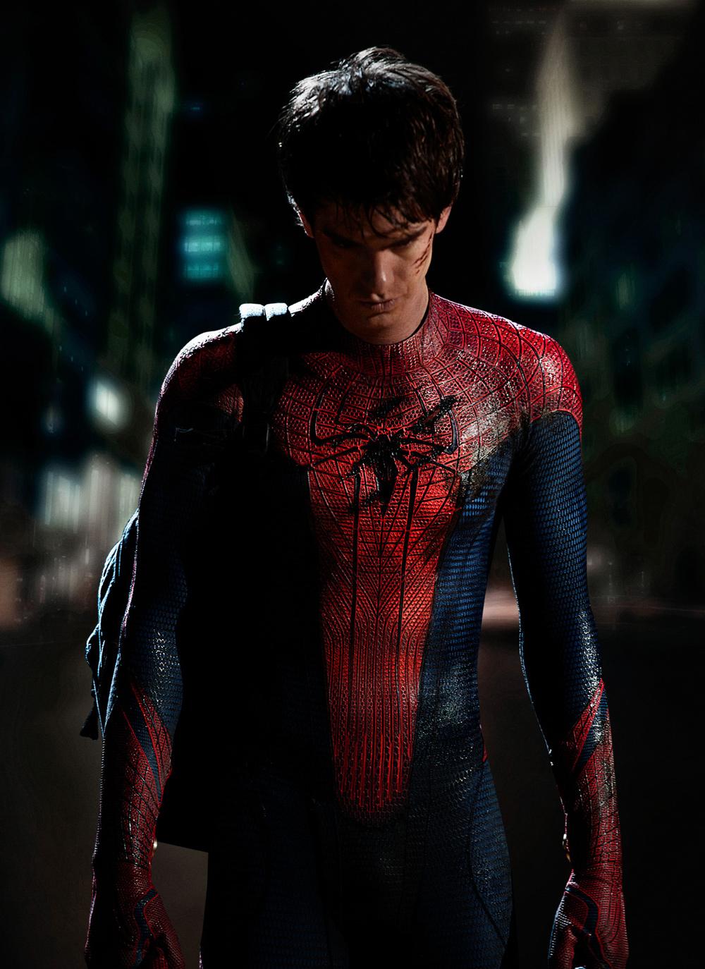 In foto Andrew Garfield (35 anni) Dall'articolo: La foto ufficiale di Andrew Garfield col costume di Spider-Man.