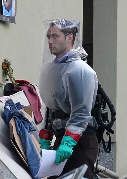 In foto Jude Law (49 anni) Dall'articolo: Una pandemia alimentata da Twitter e dall'H1V1.