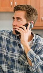 Il sesso è l'anima del commercio - Jamie Randall al telefono maltratta il fratello Josh.