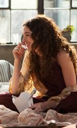 Il sesso è l'anima del commercio - Jamie e Maggie si divertono pranzando seduti sul pavimento.