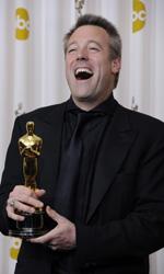 Oscar, trionfa Il discorso del re - Wally Pfister non contiene la gioia dopo aver vinto l'Oscar per la migliore fotografia.