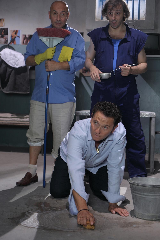 Una scena del film Una cella in due. -  Dall'articolo: Se il film va bene, nascerà un nuovo duo comico.