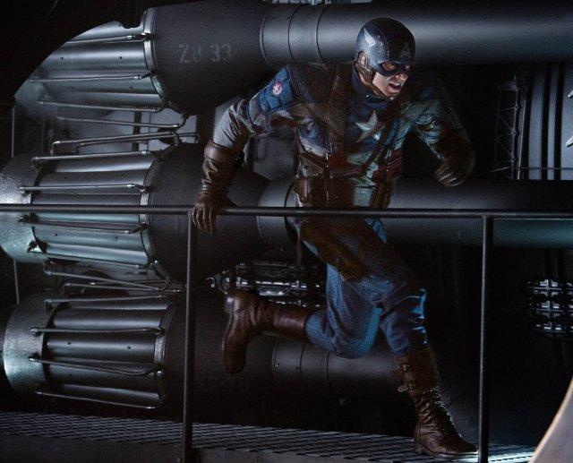 In foto Chris Evans (38 anni) Dall'articolo: Teschio Rosso fa la sua comparsa con l'uniforme dell'Hydra.