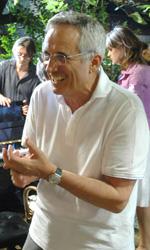 Sorelle Mai, le foto - Marco Bellocchio divertito sul set di Sorelle Mai.
