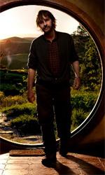 Le foto di Peter Jackson a Bag End - Il regista Peter Jackson sull'uscio di Bag End, la casa di Bilbo Baggins.