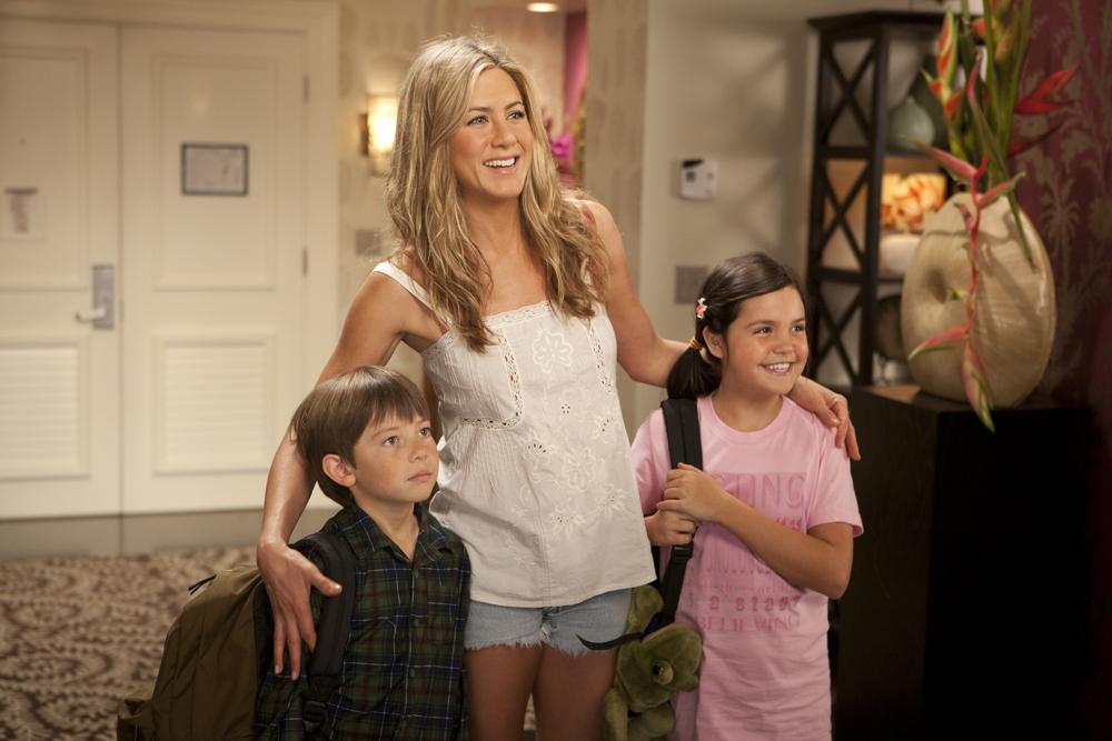 In foto Jennifer Aniston (49 anni) Dall'articolo: Mia moglie per finta, le bugie hanno le gambe lunghe.