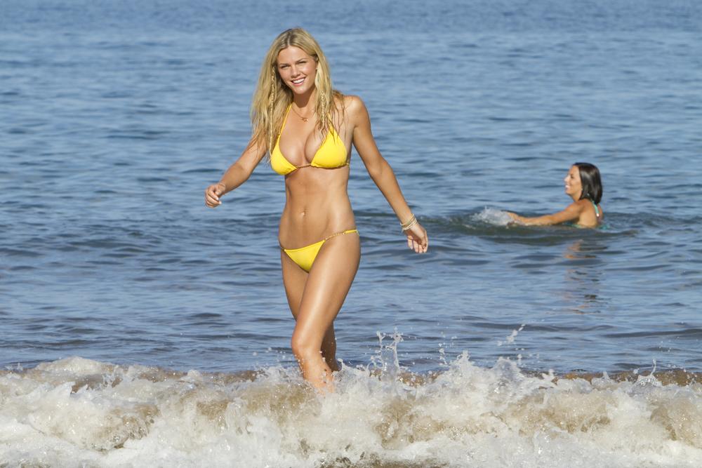 In foto Brooklyn Decker (31 anni) Dall'articolo: Mia moglie per finta, le bugie hanno le gambe lunghe.