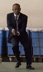 Paul Haggis, l'uomo delle domande - Il tenente Nabulsi (Lennie James) in una scena del film The Next Three Days di Paul Haggis.