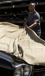 The Rock cerca vendetta - Driver scopre la sua auto nera in una scena del film Faster.