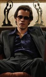 Jennifer Lopez e Marc Anthony nel film su Hector Lavoe - Hector sul suo divano in una scena del film El cantante.
