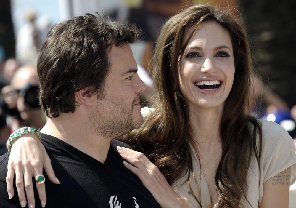 In foto Angelina Jolie (45 anni) Dall'articolo: Cannes, motori caldi ma ruote ferme.
