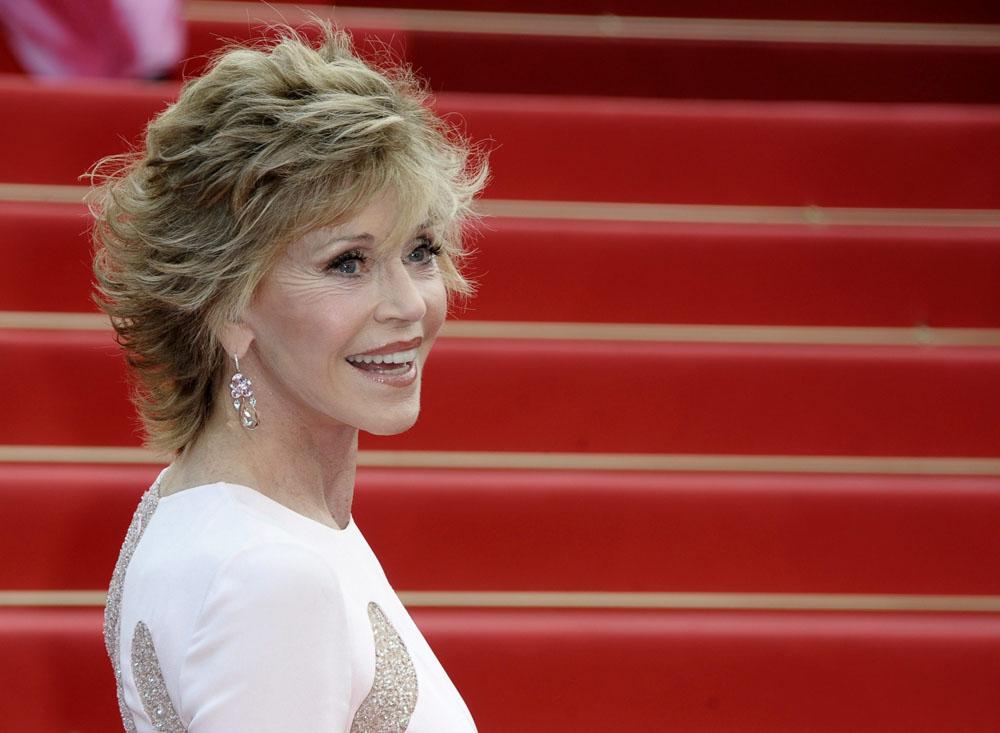 In foto Jane Fonda (83 anni) Dall'articolo: Cannes, motori caldi ma ruote ferme.
