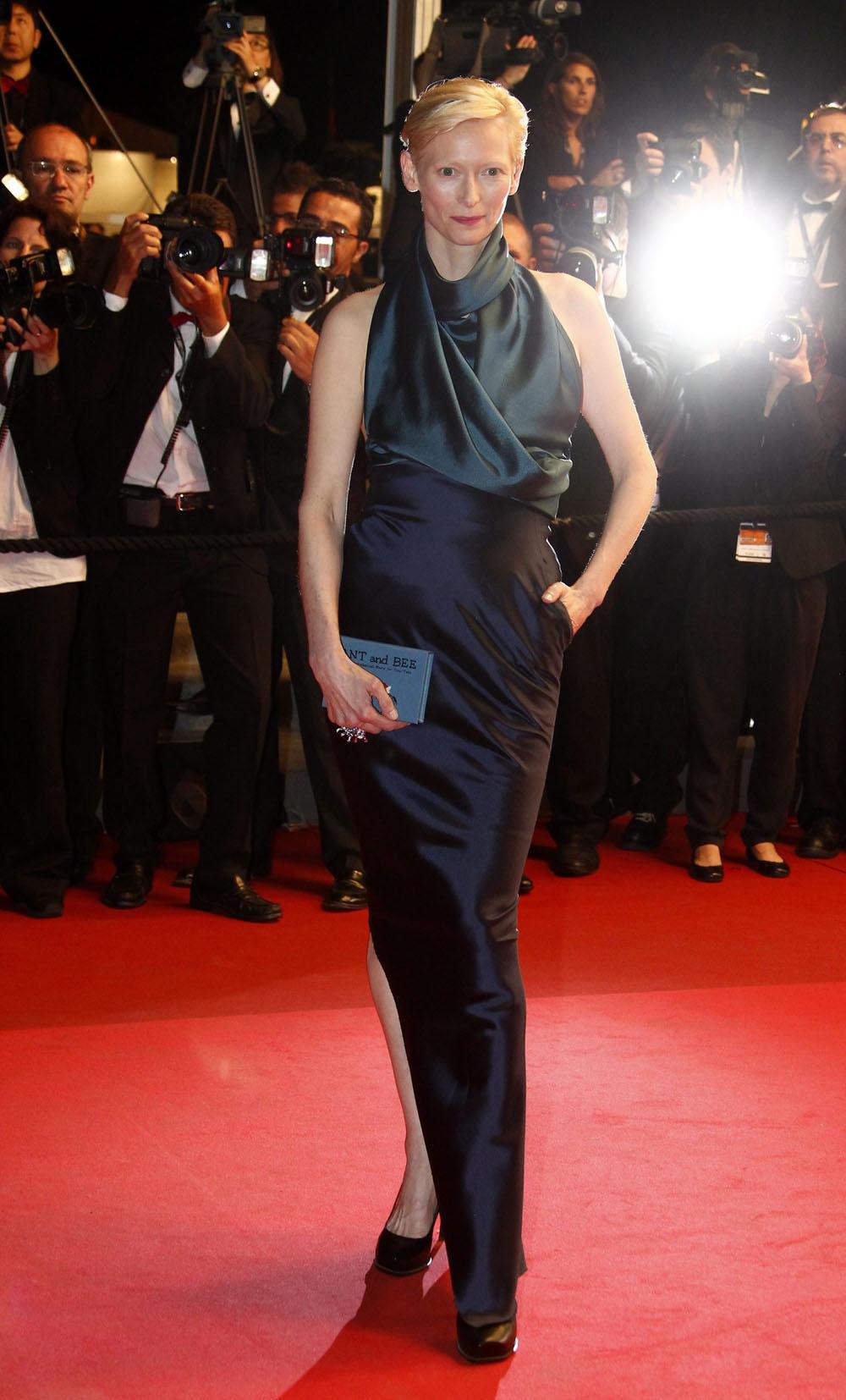 In foto Tilda Swinton (58 anni) Dall'articolo: Cannes, motori caldi ma ruote ferme.