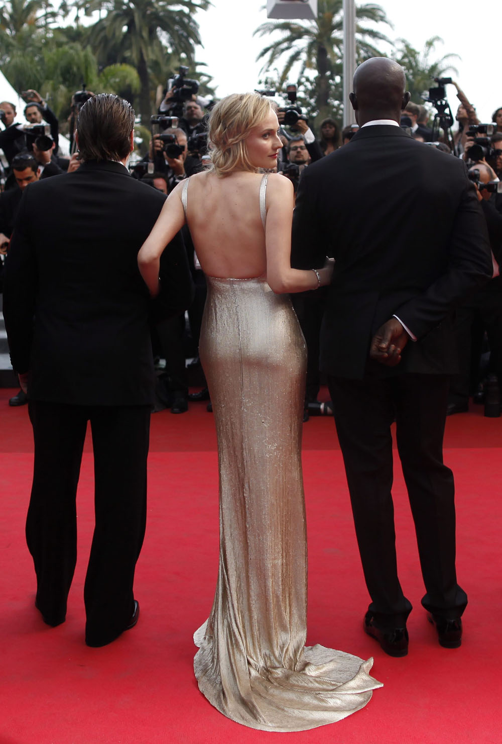 In foto Diane Kruger (44 anni) Dall'articolo: Cannes, motori caldi ma ruote ferme.