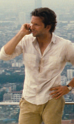 In foto Bradley Cooper (45 anni) Dall'articolo: Dall'opulenta Las Vegas a Bangkok.
