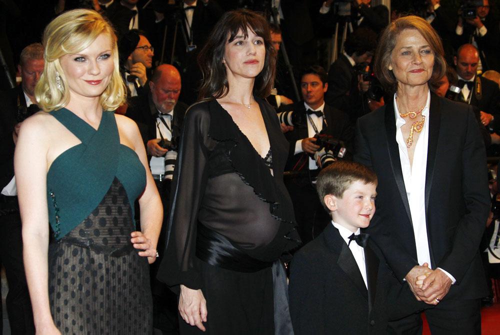 In foto Charlotte Gainsbourg (50 anni) Dall'articolo: Cannes, mercoledì di politica.