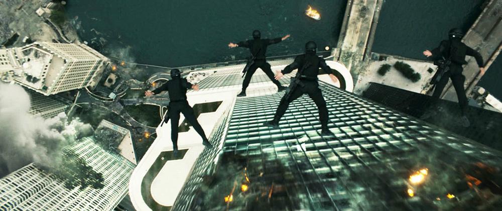 I Birdmen dopo essersi lanciati dall'elicoterro. -  Dall'articolo: Il video dei Birdmen di Dark of the Moon.