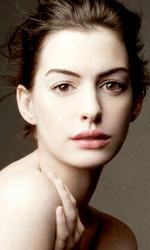 In foto Anne Hathaway (38 anni) Dall'articolo: È arrivato il giorno di Anne Hathaway?.