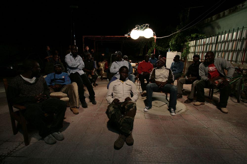 Una foto di scena del film Là-Bas. -  Dall'articolo: Là-Bas, in scena l'educazione criminale.