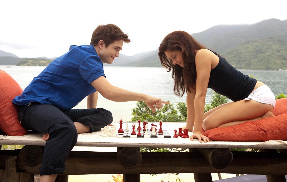 In foto Robert Pattinson (34 anni) Dall'articolo: A tre mesi dall'uscita, nuove foto ufficiali di Breaking Dawn.