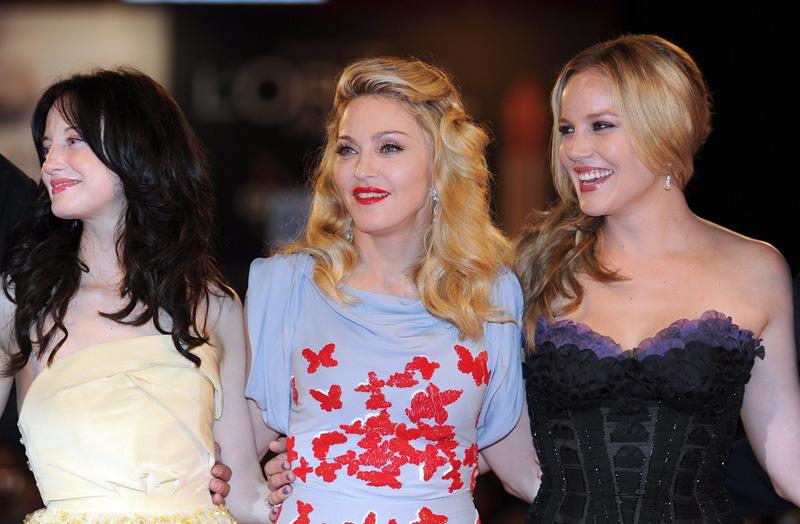 In foto Madonna (62 anni) Dall'articolo: Fischi a Bellucci, flash per Madonna.
