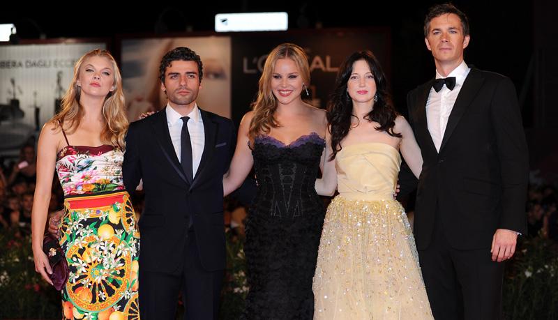 In foto Abbie Cornish (39 anni) Dall'articolo: Fischi a Bellucci, flash per Madonna.