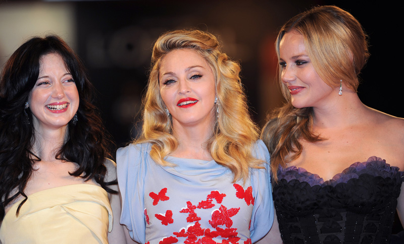 In foto Madonna (60 anni) Dall'articolo: Fischi a Bellucci, flash per Madonna.