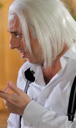 Matrimonio a Parigi, i guai di un piccolo imprenditore milanese - In foto i biondissimi Paola Minaccioni e Massimo Ceccherini in una scena del film Matrimonio a Parigi di Claudio Risi.