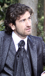In foto Alessandro Siani (45 anni) Dall'articolo: Tragicomica commedia prematrimoniale.