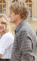 Midnight in Paris, amori e intrecci sotto la torre Eiffel - In foto Owen Wilson e Rachel McAdams in una scena del film Midnight in Paris di Woody Allen.