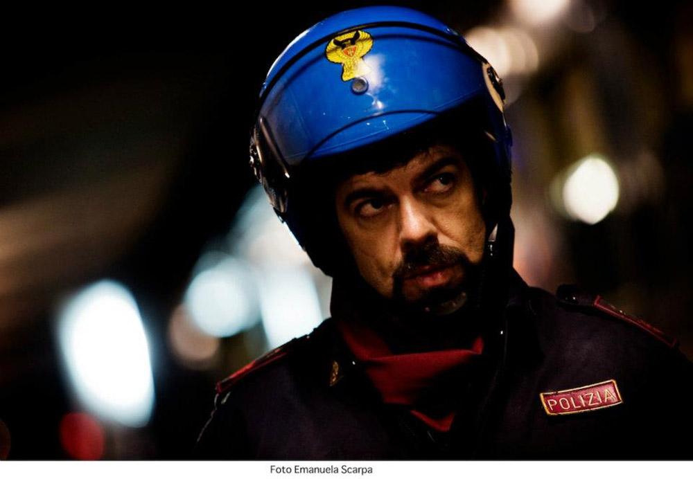 In foto Pierfrancesco Favino (52 anni) Dall'articolo: Acab, un fratello non si tradisce mai.