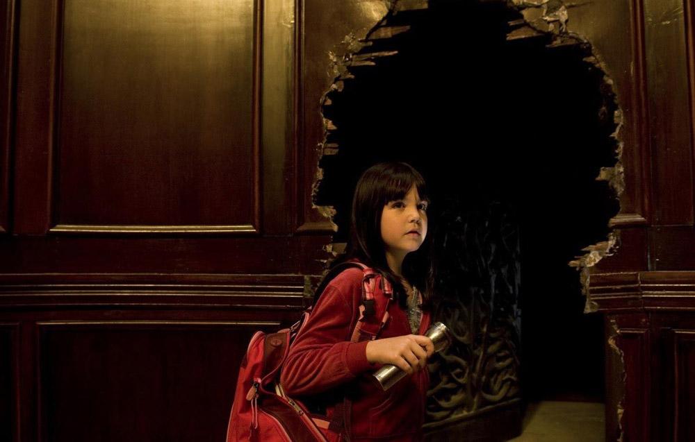 In foto Bailee Madison (19 anni) Dall'articolo: Non avere paura del buio, c'è un esercito di mostri crudeli.