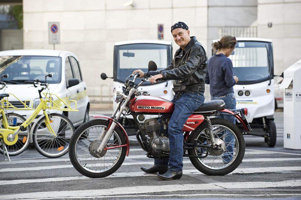 In foto Claudio Bisio (61 anni) Dall'articolo: Benvenuti al Nord, un napoletano a Milano.