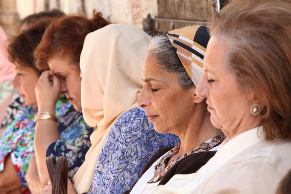 Una scena del film E ora dove andiamo? di Nadine Labaki. -  Dall'articolo: E ora dove andiamo?, donne unite contro la guerra.