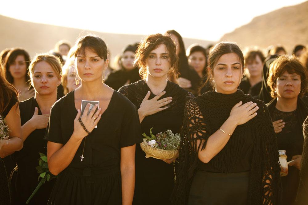 In foto Nadine Labaki (45 anni) Dall'articolo: E ora dove andiamo?, donne unite contro la guerra.