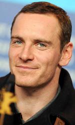 In foto Michael Fassbender (44 anni) Dall'articolo: Berlinale 2012, Fassbender preso a calci da una donna!.