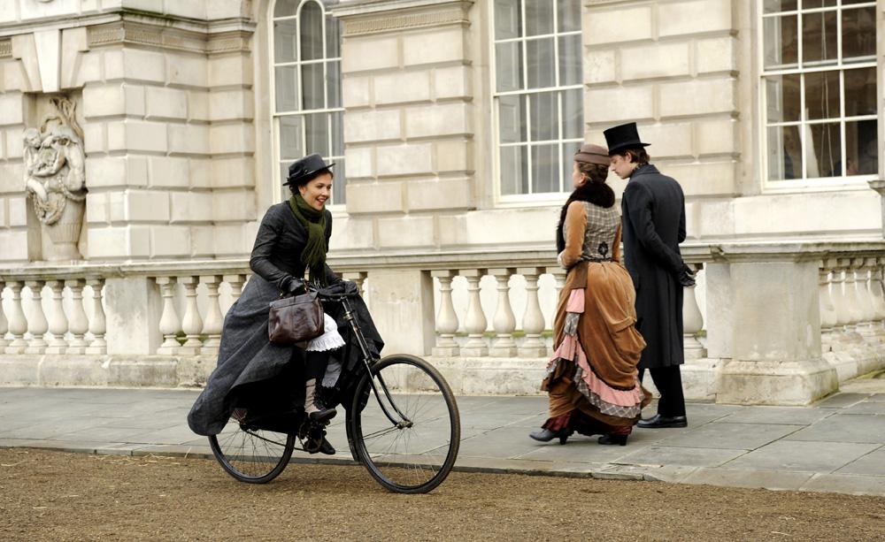 In foto Maggie Gyllenhaal (43 anni) Dall'articolo: Hysteria, l'amore elettrificato.