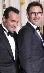 The Artist e Hugo, Oscar che fanno tendenza - In foto il cast di The Artist ritira le statuette vinte in occasione della notte degli Oscar.