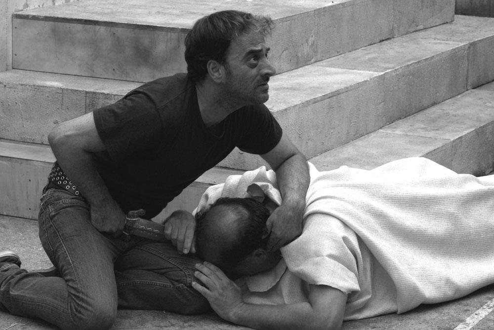 Una scena del film Cesare deve morire dei fratelli Taviani. -  Dall'articolo: Cesare deve morire, l'arte dietro le sbarre.