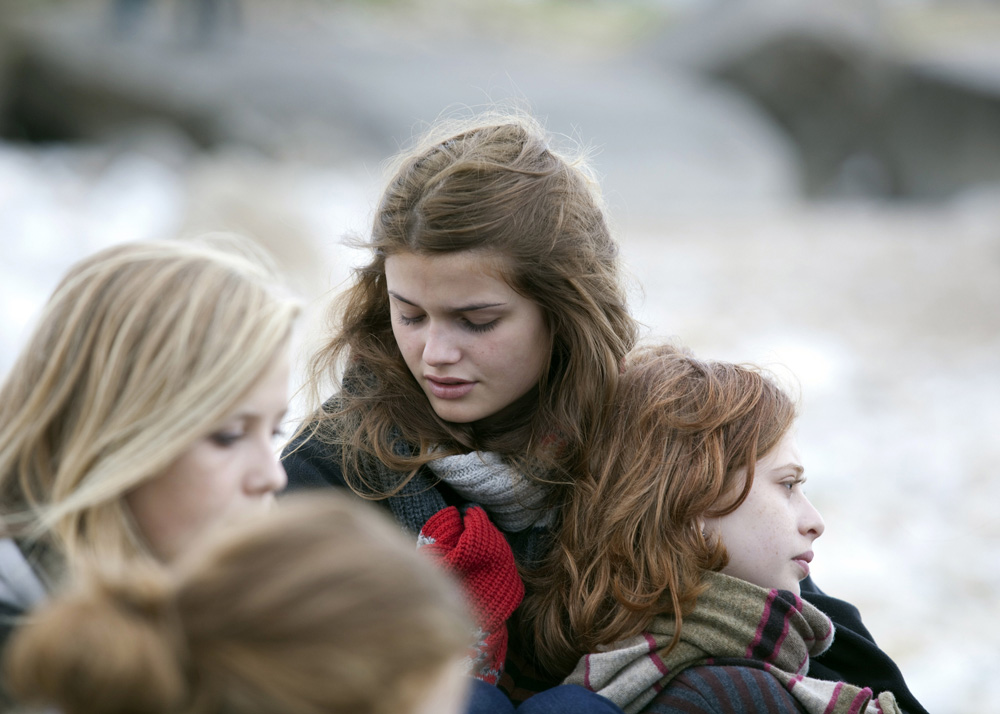 In foto una scena del film 17 ragazze. -  Dall'articolo: 17 ragazze, incinte con incoscienza e per ribellione.