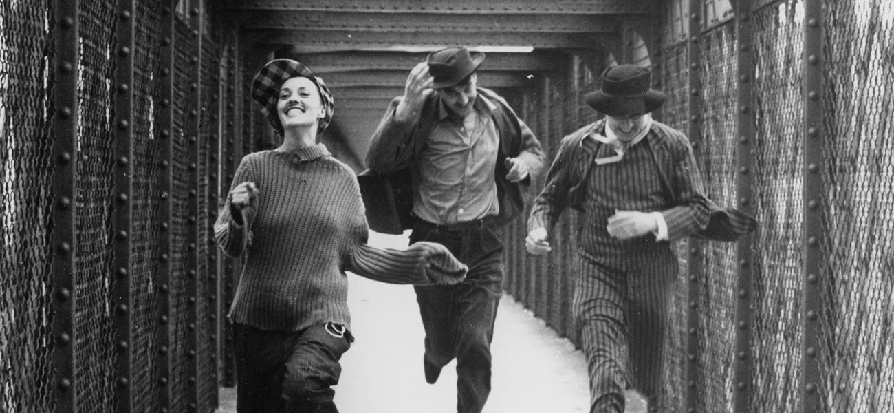In foto una scena del film Jules e Jim di François Truffaut. -  Dall'articolo: Premio Limina MYmovies: un atto d'amore.