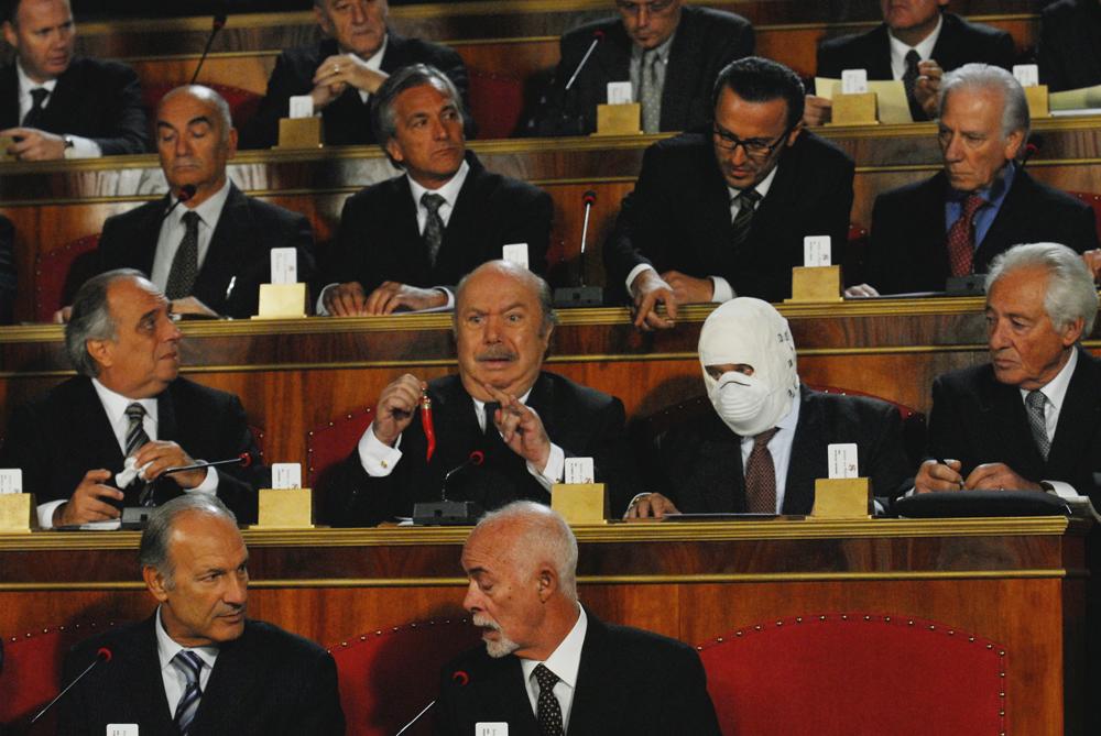 In foto Lino Banfi (83 anni) Dall'articolo: Buona giornata, 24 ore di comicità nell'Italia di oggi.