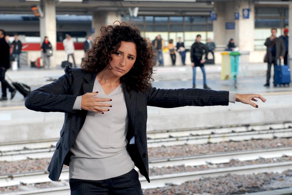 In foto Teresa Mannino (49 anni) Dall'articolo: Buona giornata, 24 ore di comicità nell'Italia di oggi.
