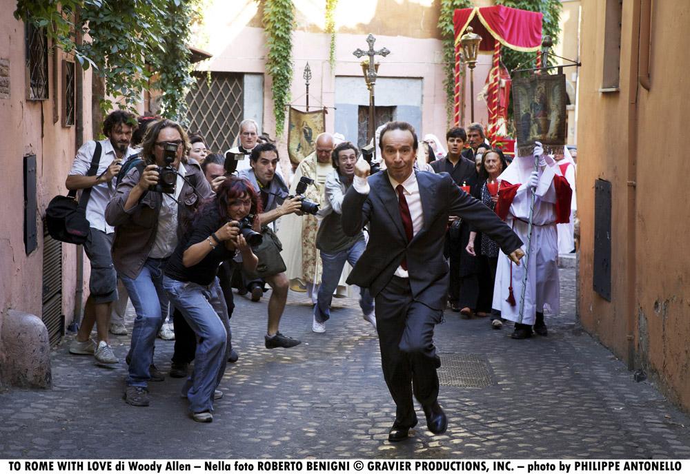 In foto Roberto Benigni (66 anni) Dall'articolo: To Rome With Love, quante sorprese nella Capitale!.