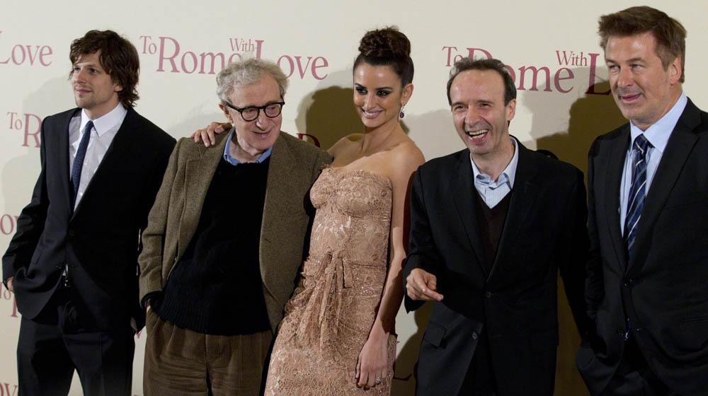 In foto Roberto Benigni (69 anni) Dall'articolo: To Rome With Love, quante sorprese nella Capitale!.
